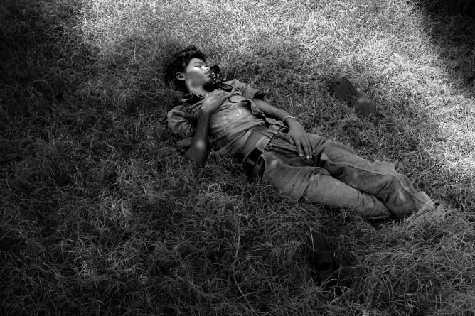 Tranquille il a deux trous rouges au c t droit le dormeur du val meaning - Le dormeur du val rimbaud ...
