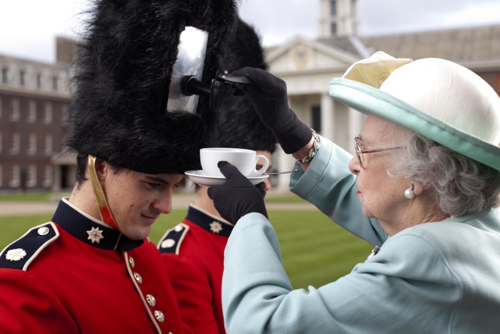 Petition · Ministry of Defence - Stop Using Real Bear Fur ... |Buckingham Palace Guards Hats