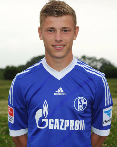 The 22-year old son of father Achim Meyer and mother(?), 173 cm tall Maximilian Meyer in 2018 photo