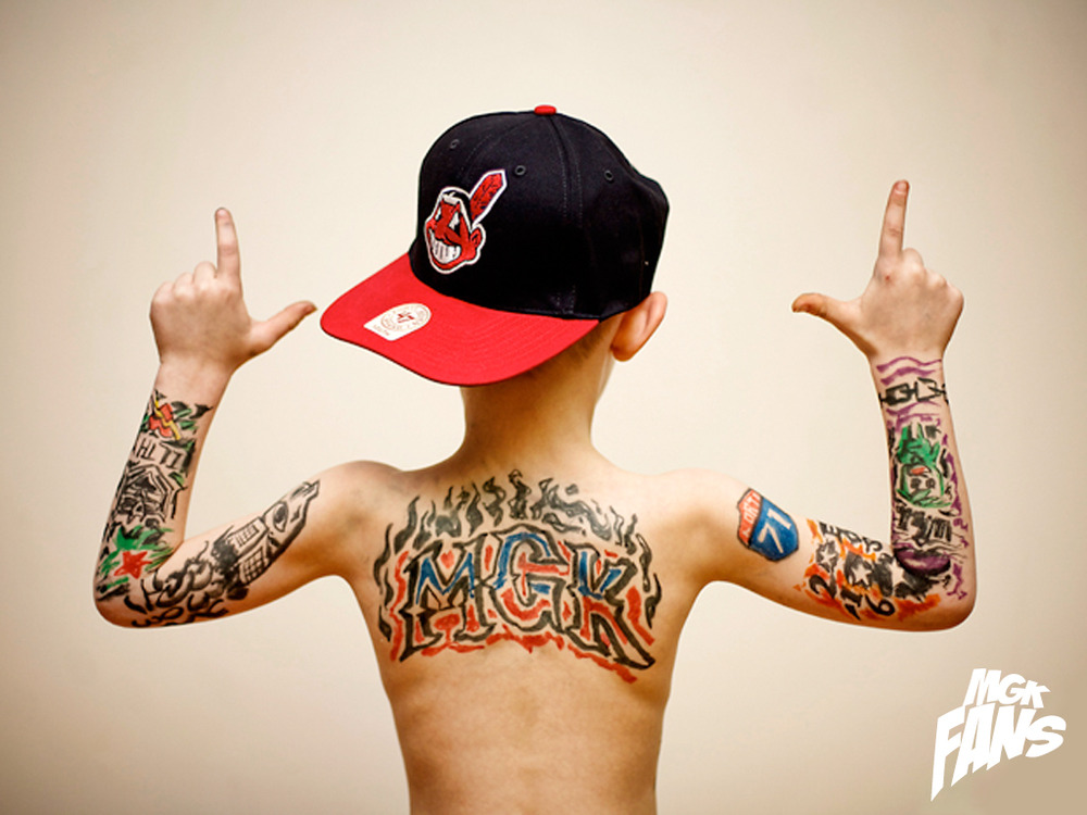 Throw it up if you with me est 4 life by machine gun kelly for Kidbiz