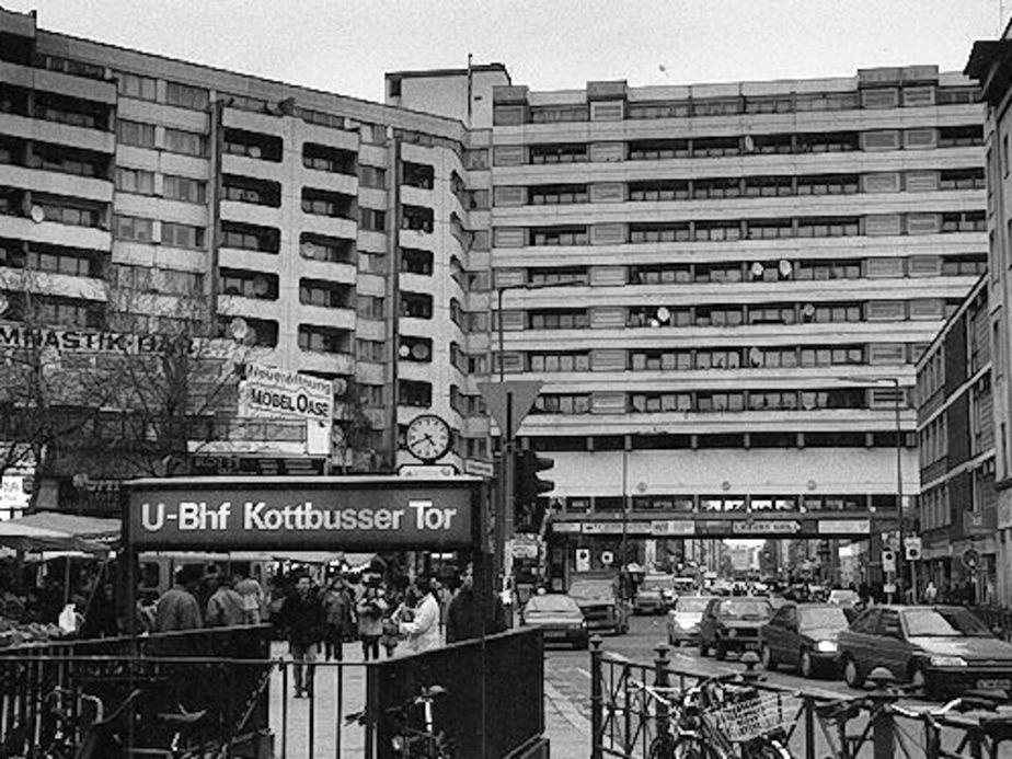 Haftbefehl frisch aus der k che lyrics genius lyrics for Die kuche direkt hurth