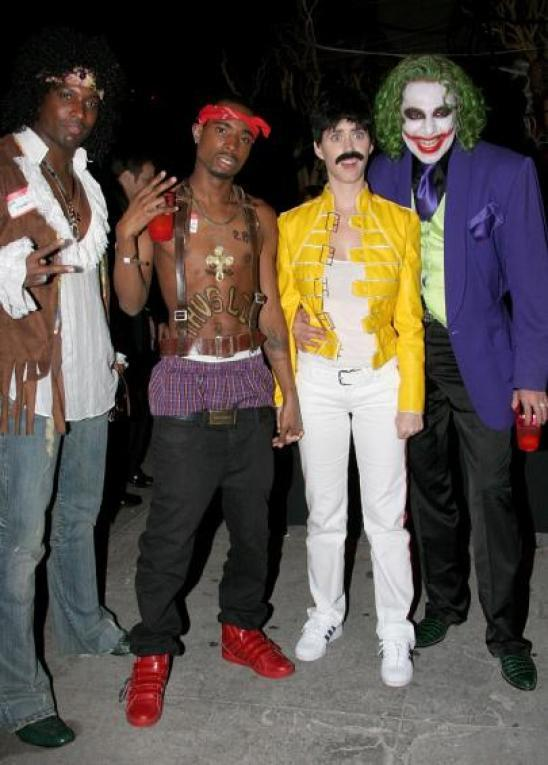 2pac seen alive with freddy mercury and heath ledger genius