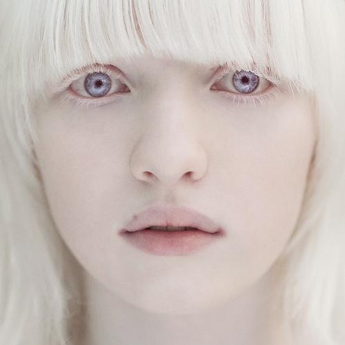 hot-pornstar-albino-girl-pussy-pic-selfie-jerk
